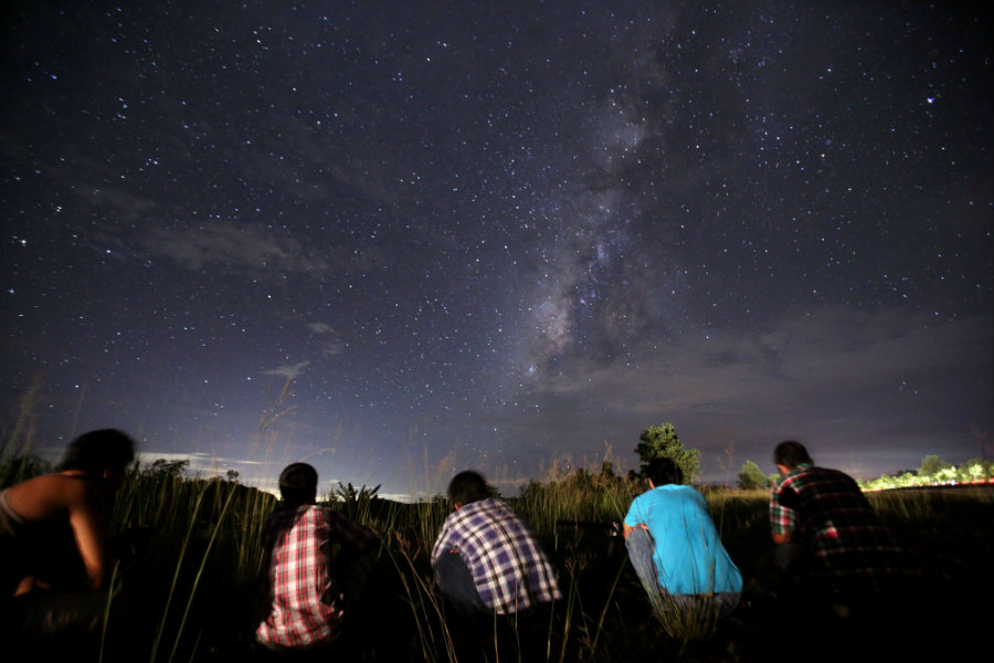 Between July 18 and July 29 a meteor shower will reach its peak, creating a stunning light show in the sky that it will be available to skywatchers. Photo credit: Ye Aung Thu / AFP / Getty Images / Vox