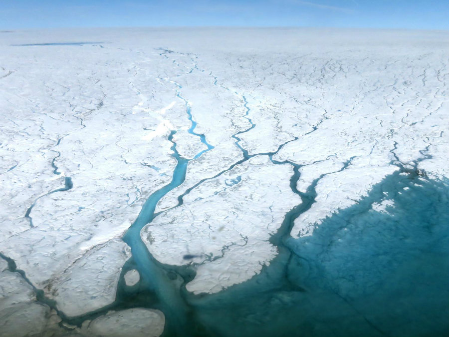Toxic material coming from an abandoned US military base in Greenland will probably be exposed by the end of the century due to Climate Change. Photo credit: Maria-José Viñas /  NASA Earth Science News Team / Phys.org