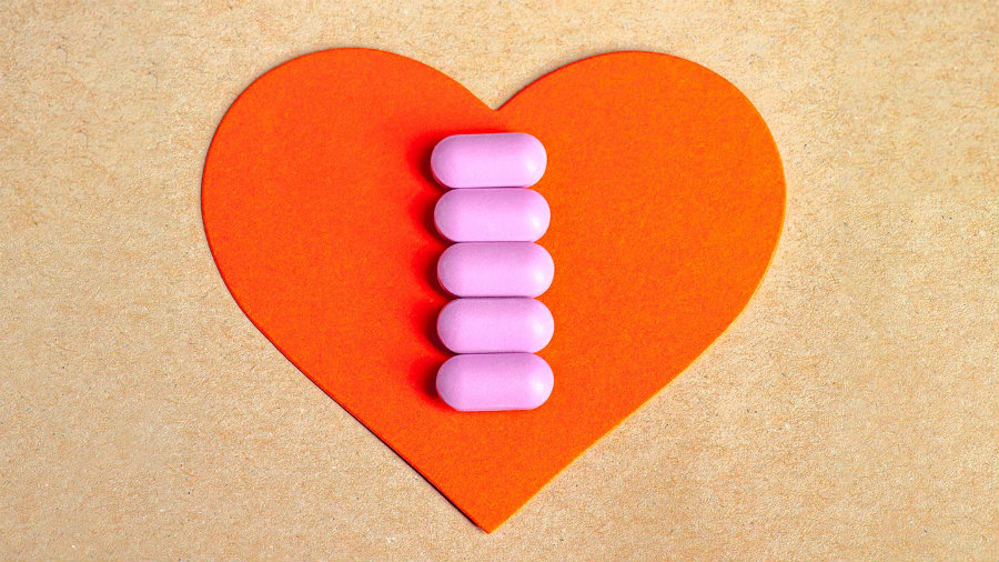 Statins reduce the risk of suffering heart attacks, strokes and having to be submitted to coronary bypass procedures by 25 percent. Photo credit: Alamy / Everydayhealth.com