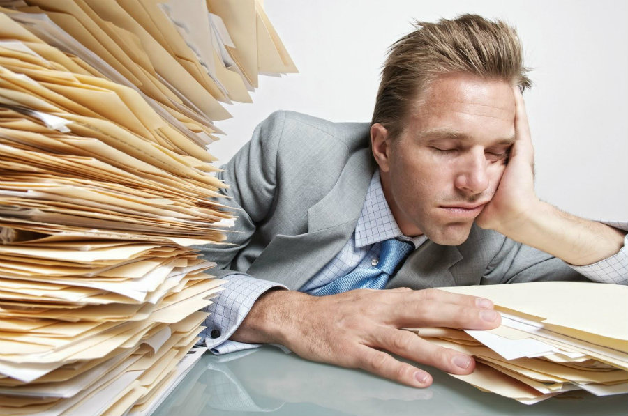 People who sleep for only six hours a night lost 2.4 percent in productivity. Photo credit: Life Hack