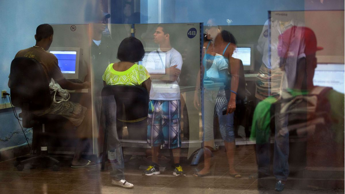 Cubans using the Internet