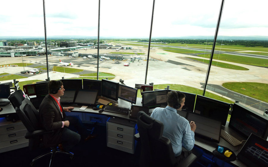 Some Republican Congressmen have joined airline executives in proposing the privatization of the air traffic control system. Image credit: Paul Ellis / Getty Images / Travel + Leisure