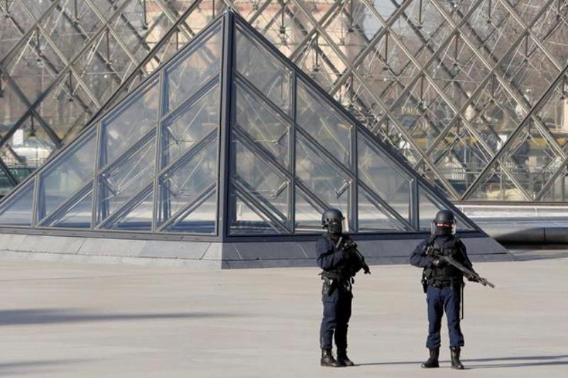 Paris, Attacks, Louvre, Machete