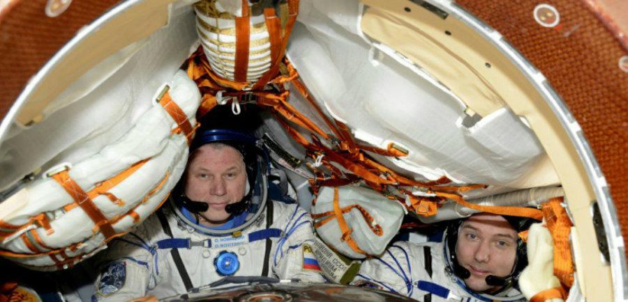French astronaut Thomas Pesquet (right) and Russian cosmonaut Oleg Novitski. Image credit: European Space Agency / AFP / Archives / La Manche Libre