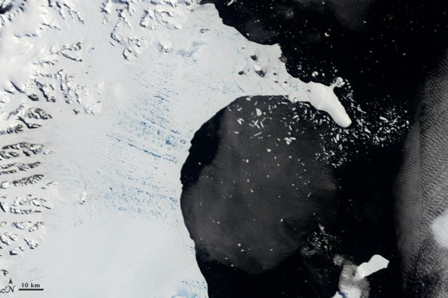 Collapse of the Larsen B Ice Shelf. Image credit: NASA Earth Observatory