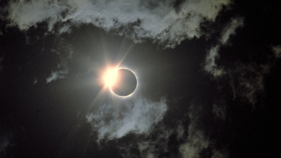 On August 21, a total solar eclipse will cut a 70-mile-wide path from Oregon to South Carolina. Image credit: Los Angeles Times