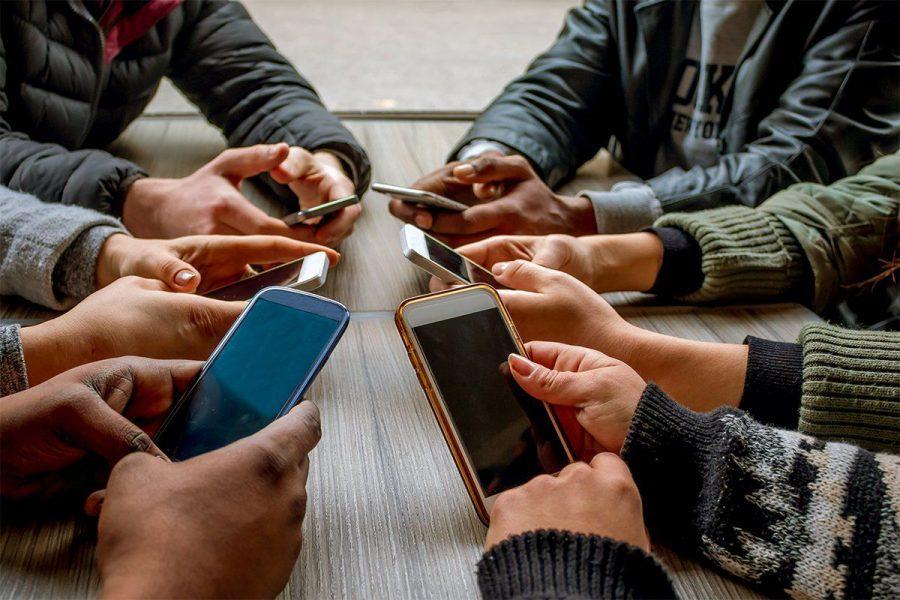 Smartphone addiction, Internet addiction, Social networks, Smartphone addiction and depression, Smartphone addiction and anxiety, Internet