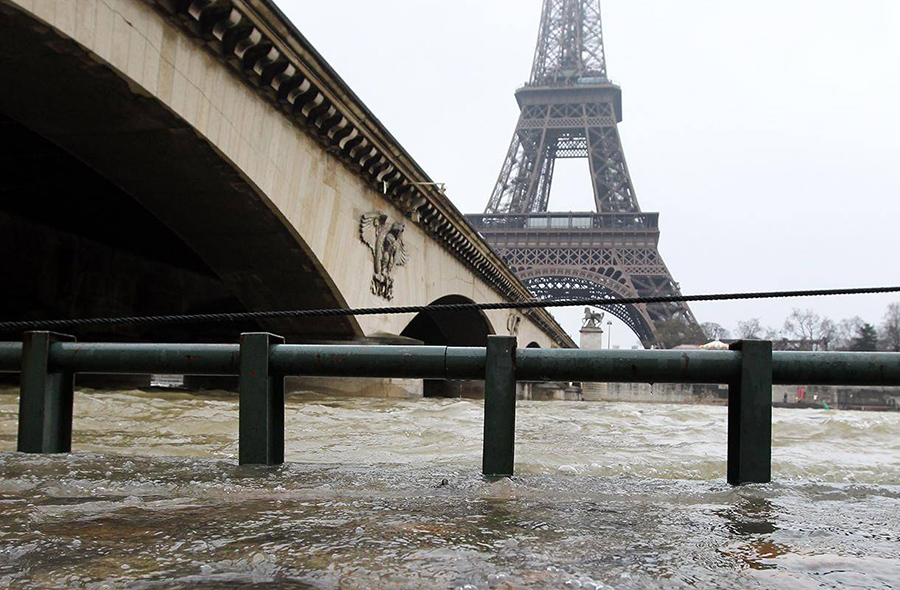 Seine flooding in Paris, Great Flood in 1910, The Louvre Museum closed its lower floor