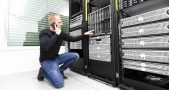 IT Consultant Monitoring Servers
