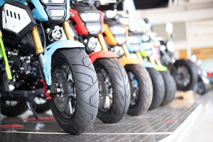3 Ways to Become a Motorcycle Dealer