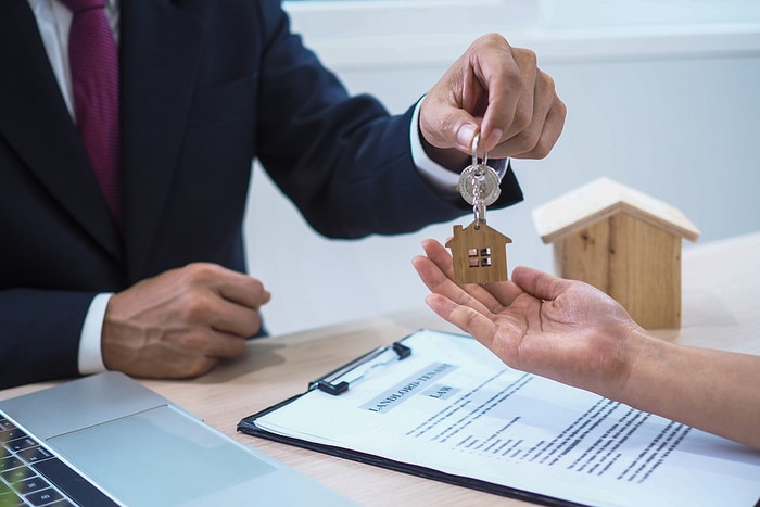 6 Factors to Consider When Selling Your Home