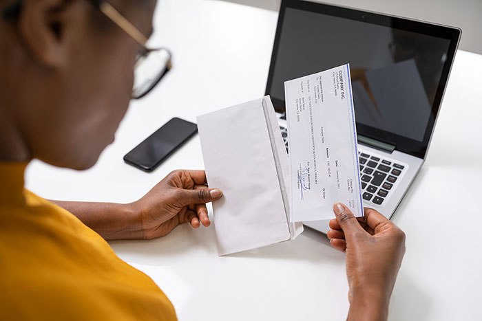 Direct Deposit vs Check: Which Is the Better Way to Pay Your Employees?