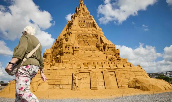 31 Sculptors Use 5,000 Tons of Sand to Build World's Tallest Sandcastle in Denmark